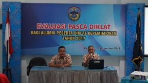Sekretaris BKPPD Kab. Pacitan dan Kabid PPKA sedang memberikan sambutan pengarahan.
